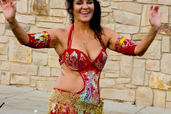 featured-belly-dancer72F07F3E-56C7-AD67-5C3E-9551A8D2C87F.jpg