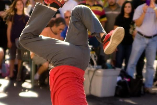 street-performer-2F5ED73AF-A3C9-A1C4-B644-86341C25B5BD.jpg